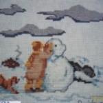 bimbo con pupazzo di neve